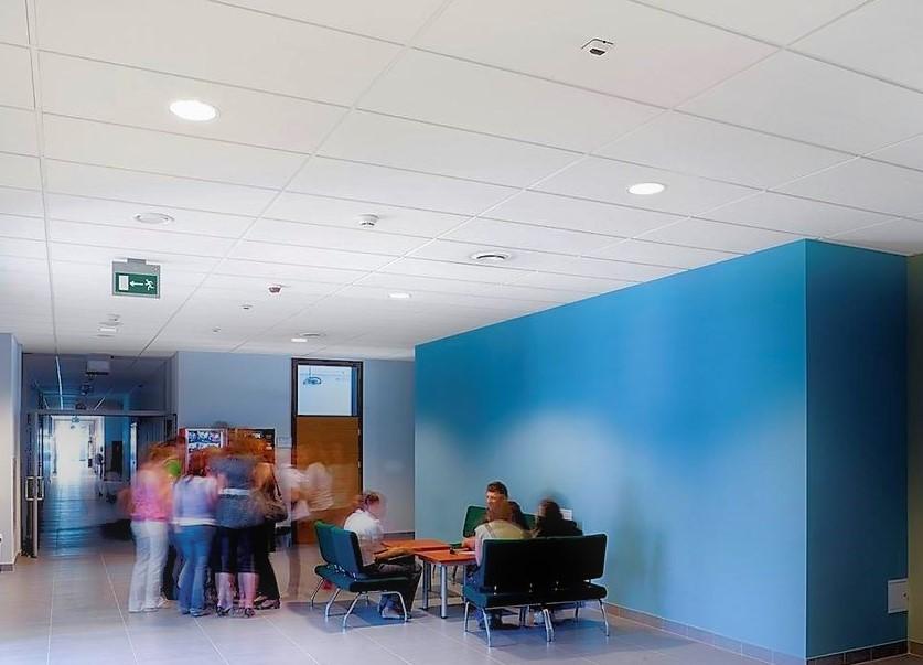 Ecopone Master álmennyezeti lapból kialakított irodatér
